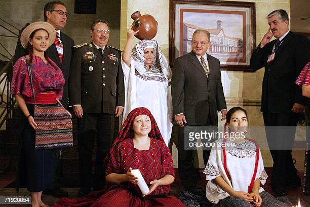 Los guatemaltecos el Fiscal General de Guatemala Juan Luis Florido el ministro de Defensa general Francisco Bermudez el vicepresidente Eduardo Stein...