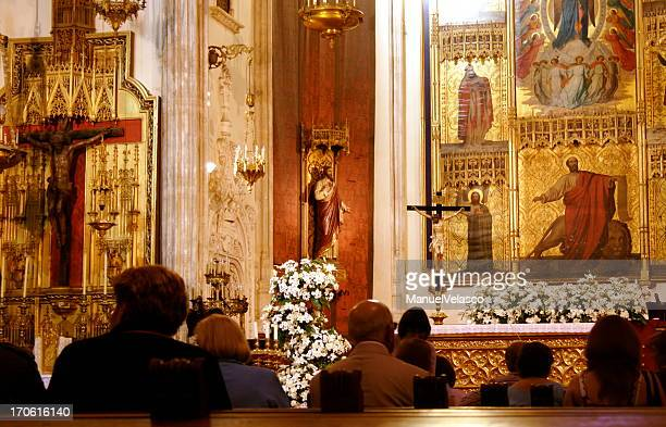 los jeronimos: waiting for the priest - religious mass stock pictures, royalty-free photos & images