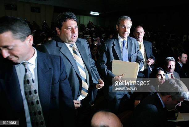 Los representantes de la empresa suiza Xstrata AG Julian Rooney Gerente General Peter Symons Gerente de Negocios y los aseosres legales Pablo Solari...