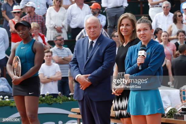 Losing Women Finalist Sloane Stephens President of French Tennis Federation Bernard Giudicelli Arantxa Sanchez Vicario and Winner of the Women Final...