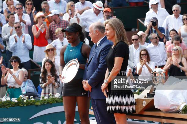 Losing Women Finalist Sloane Stephens President of French Tennis Federation Bernard Giudicelli and Arantxa Sanchez Vicario stand on the court after...