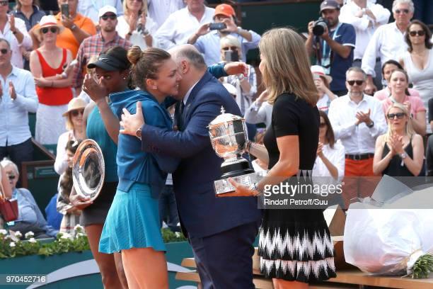 Losing Women Finalist Sloane Stephens Winner of the Women Final Simona Halep President of French Tennis Federation Bernard Giudicelli and Arantxa...