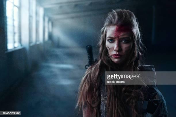 lost eyes - mulher fatal imagens e fotografias de stock