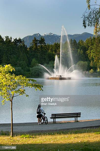 lost lagoon fountain, stanley park - stanley park vancouver canada stock photos and pictures