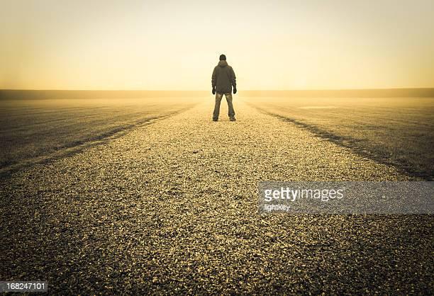 紛失の男性 - 散歩道 ストックフォトと画像