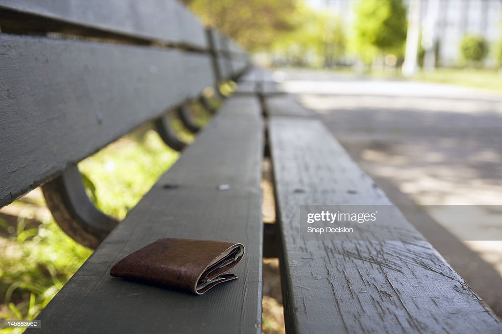 Lost wallet on a park bench : Stock-Foto