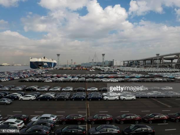 車の多くは港に立ち寄った。