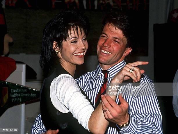 MUENCHEN 070594 Lothar MATTHAEUS tanzt mit seiner Frau Lolita MORENA/Familie/Ehefrau