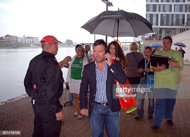 Lothar Matthäus dahinter Freundin Anastasia Weserpromenade am 'Hotel Steigenberger' vor Abschiedsspiel für ExSV Werder BremenSpieler T o r s t e n F...