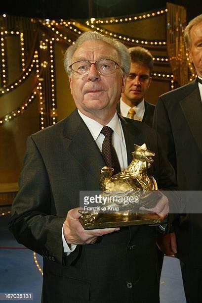 Lothar Späth Bei Der Verleihung Der 'Goldenen Henne 2002' Im Friedrichstadtpalast In Berlin