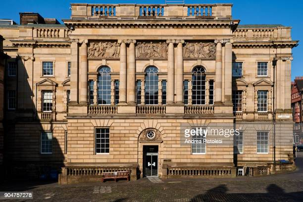 lothian chambers palace, edinburgh, scotland - parliament square stock pictures, royalty-free photos & images
