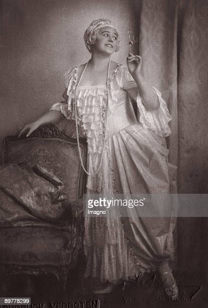 "Lotte Lehmann as Manon Lescaut in ""Manon Lescaut"" by Giacomo Puccini. Photographie. Around 1925"