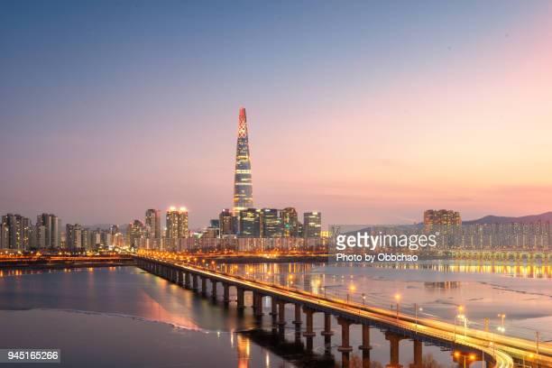 lotte tower seoul korea - corea del sur fotografías e imágenes de stock