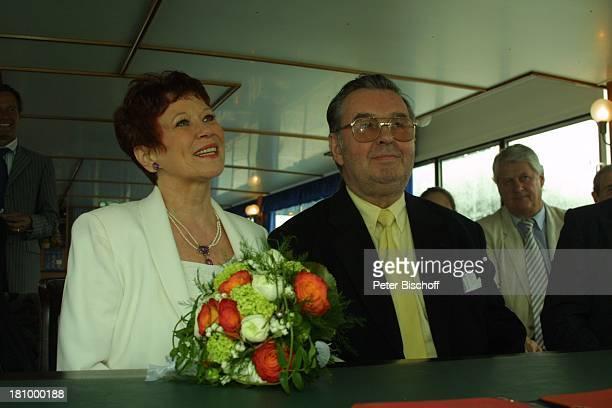 Lotti Krekel Ernst H Hilbich Köln Rhein Flussdampfer Rheintreu Hochzeit von Ernst H Hilbich und Lotti Krekel am Trauung Brautpaar Komiker...