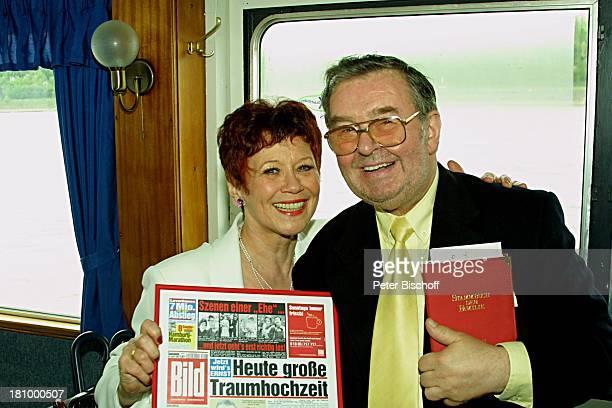Lotti Krekel Ernst H Hilbich Köln Rhein Flussdampfer Rheintreu Hochzeit von Ernst H Hilbich und Lotti Krekel am Trauung Brautpaar Bildzeitung Komiker...
