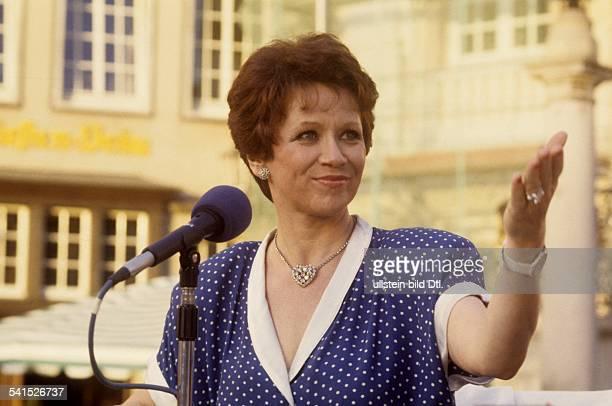 Lotti KrekelCOL DIA*Sängerin Schauspielerin DPortrait singend 1987