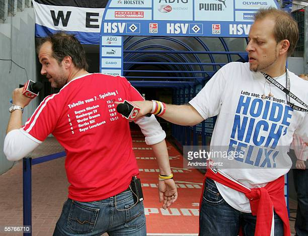 Lotto King Karl points at the back of Marek Erhardt's shirt which shows Munich's first defeat in the Bundesliga before the match between Hamburger SV...