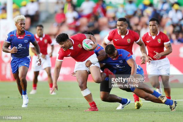 Lotu Inisi of Tonga on the charge against Samoa during day one of the 2019 Hamilton Sevens at FMG Stadium on January 26 2019 in Hamilton New Zealand