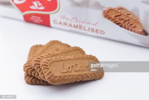 lotus biscoff galletas - color tipo de imagen fotografías e imágenes de stock