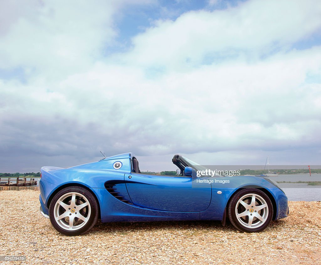 https://media.gettyimages.com/photos/lotus-elise-2000-picture-id534271470
