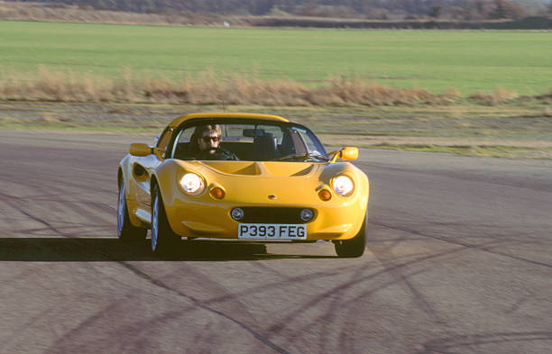 https://media.gettyimages.com/photos/lotus-elise-at-speed-2000-picture-id534256170?k=6&m=534256170&s=612x612&w=0&h=_0gy4g6AwHhIGrUlMeZN6kghbLz9vlRkxA-SGkMOKe0=