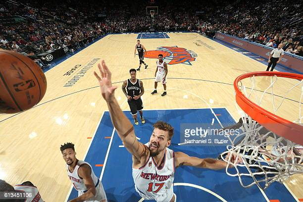 Lou Amundson of the New York Knicks shoots the ball against the Brooklyn Nets at Madison Square Garden in New York City on OCTOBER 8 2016 NOTE TO...