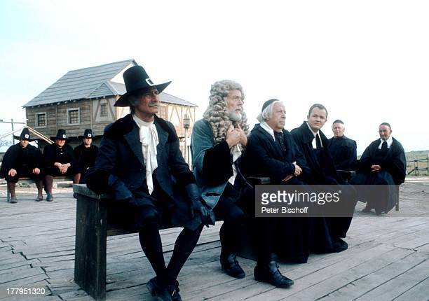 """Lou Castel , William Layton , dahinter Komparsen, ARD-Film """"Der scharlachrote Buchstabe"""" vom WDR, Spanien, Europa, Kostüm, Schauspieler,"""