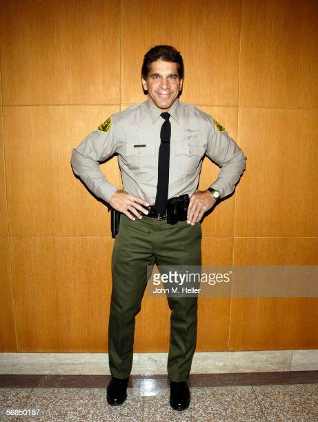 Lou Ferrigno Actor World Champion body builder posed for pictures before graduating ceremonies from the Los Angeles County Deputy Sheriff's Reserve...