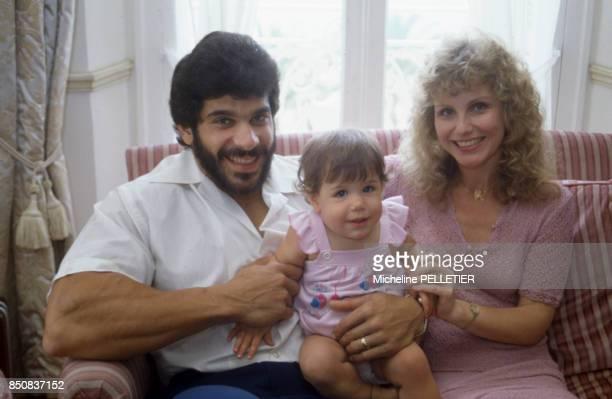 Lou Ferrigno avec sa femme Carla Green et leur fils lors du Festival de Cannes en mai 1982 France