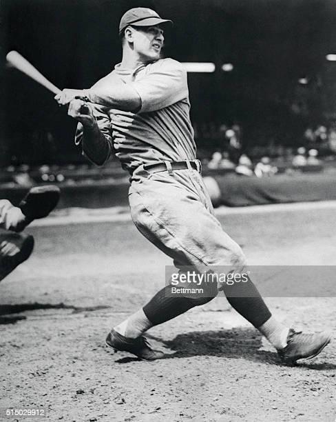 Lou Gehrig Swinging