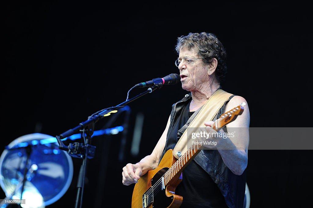 Lou Reed Performs In Bonn : Nachrichtenfoto