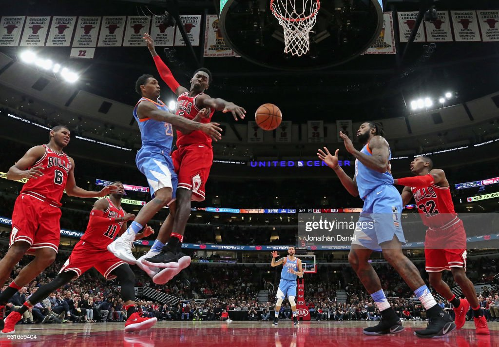 Lou Williams #23 of the LA Clippers passes around Bobby Portis #5 of the Chicago Bulls to teammate DeAndre Jordan #6 at the United Center on March 13, 2018 in Chicago, Illinois. The Clippers defeated the Bulls 112-106.