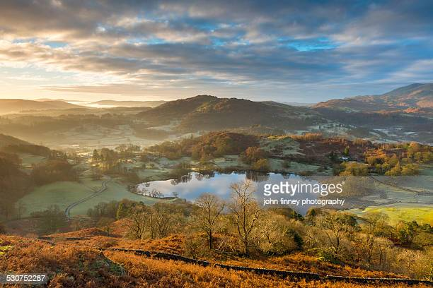 loughrigg tarn, lake district - lake district stockfoto's en -beelden