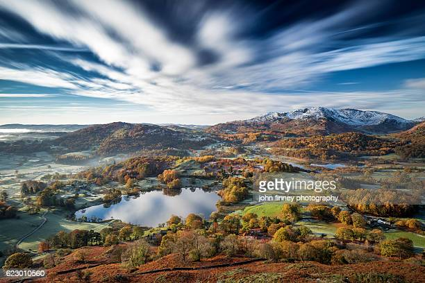 loughrigg timeless. a stunning long exposure of a clissic english lake district scene. uk - lake district stockfoto's en -beelden