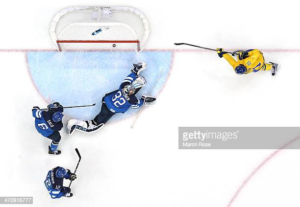 Loui Eriksson of Sweden scores a scoendperiod goal against Kari Lehtonen of Finland during the Men's Ice Hockey Semifinal Playoff on Day 14 of the...