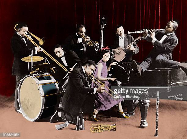 Louis Armstrong with the King Oliver's Creole Jazz Band at Chicago, 1923 with Baby Dodds , Honore Dutry, King Oliver , Bill Johnson, Johny Dodds et...