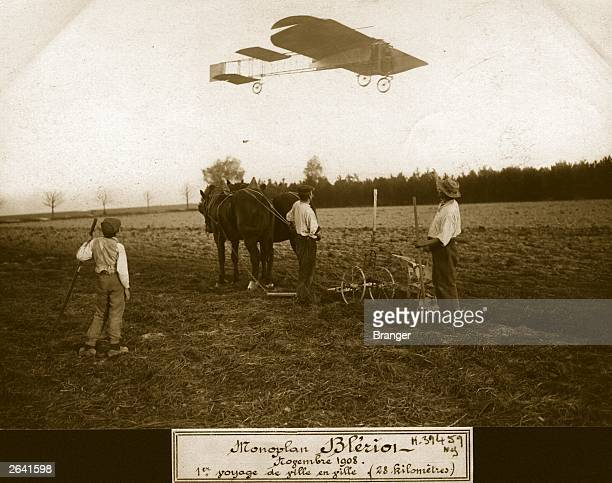 Louis Bleriot flying one of his monoplanes over a group of farmers near Dambron whilst setting a circular distance record of 28 kilometers from Toury...