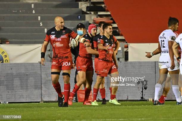Louis CARBONEL of Toulon celebrates his try with teammates during the Top 14 match between Toulon and Toulouse at Felix Mayol Stadium on May 8, 2021...