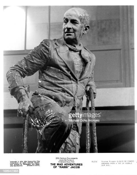 Louis De Funes covered in goo in a scene from the film 'The Mad Adventures Of 'Rabbi' Jacob' 1973