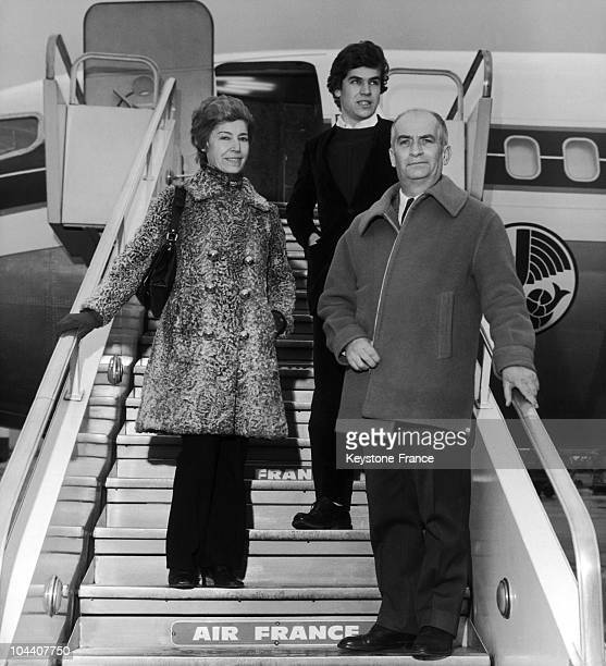 Louis de FUNES his wife Jeanne de MAUPASSANT and his son Olivier boarding a plane headed for Rome at Orly in 1969 He was going to Rome to continue...