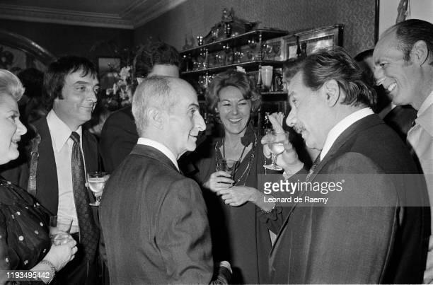 Louis de Funes lors de la réception qui a suivi le mariage de son fils Olivier de Funes Ici il est entouré notamment de Michel Modo et de Michel...