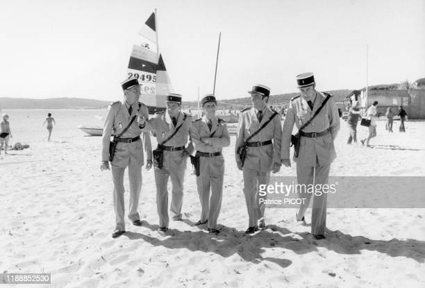 Louis de Funès en compagnie de JeanPierre Rambal Michel Galabru Michel Modo et Guy Grosso sur le tournage du film 'Le Gendarme et les...