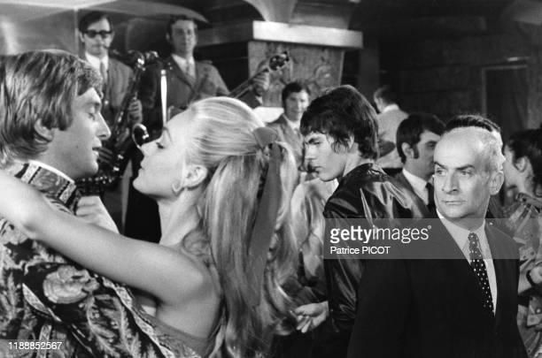 Louis de Funès et Geneviève Grad sur le tournage du film 'Le Gendarme se marie' de Jean Girault à SaintTropez en juillet 1968 France