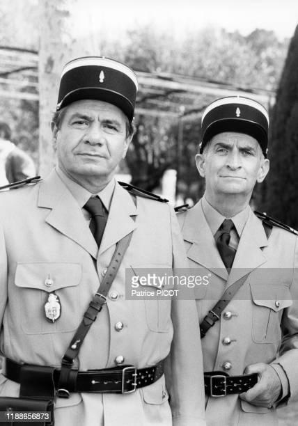 Louis de Funès et Michel Galabru sur le tournage du film 'Le Gendarme et les gendarmettes' de Jean Girault à SaintTropez le 7 avril 1982 France