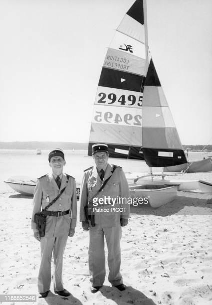 Louis de Funès et Michel Galabru sur le tournage du film 'Le Gendarme et les Extraterrestres' de Jean Girault à SaintTropez le 2 octobre 1978 France