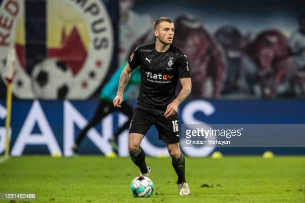 Louis Jordan Beyer of Borussia Moenchengladbach controls the ball during the Bundesliga match between RB Leipzig and Borussia Moenchengladbach at Red...