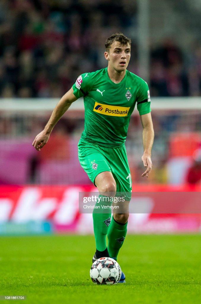 50% ár új koncepció hol lehet megvenni Louis Jordan Beyer of Borussia Moenchengladbach in action during ...