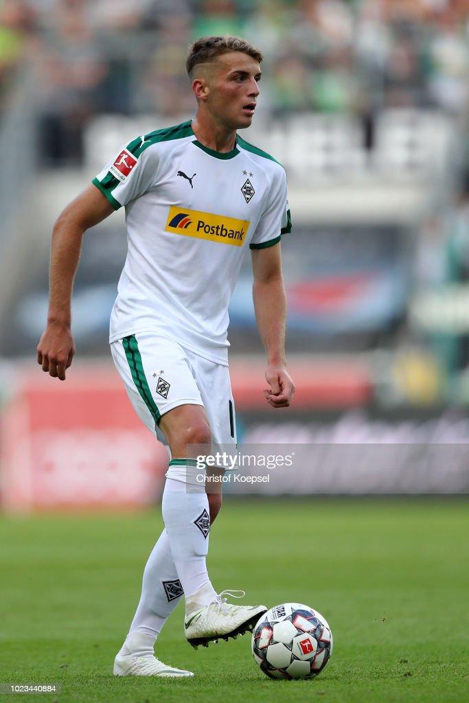 jó szolgáltatás olcsón vásárol vásárolni a legjobb Louis Jordan Beyer of Moenchengladbach runs with the ball during ...