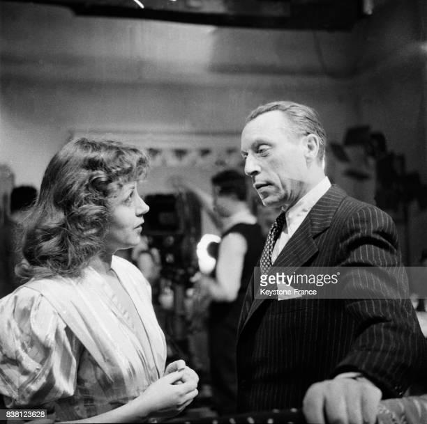 Louis Jouvet dans 'Monsieur Alibi' avec sa partenaire Suzy Delair aux studios de BoulogneBillancourt France en 1946