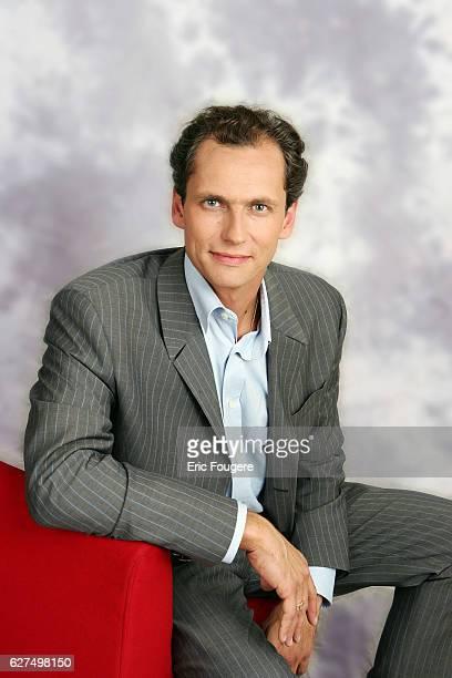 Louis Laforge the new presenter of program Des Racines et des Ailes is the invited guest of France 3 broadcast Piques et Polémiques